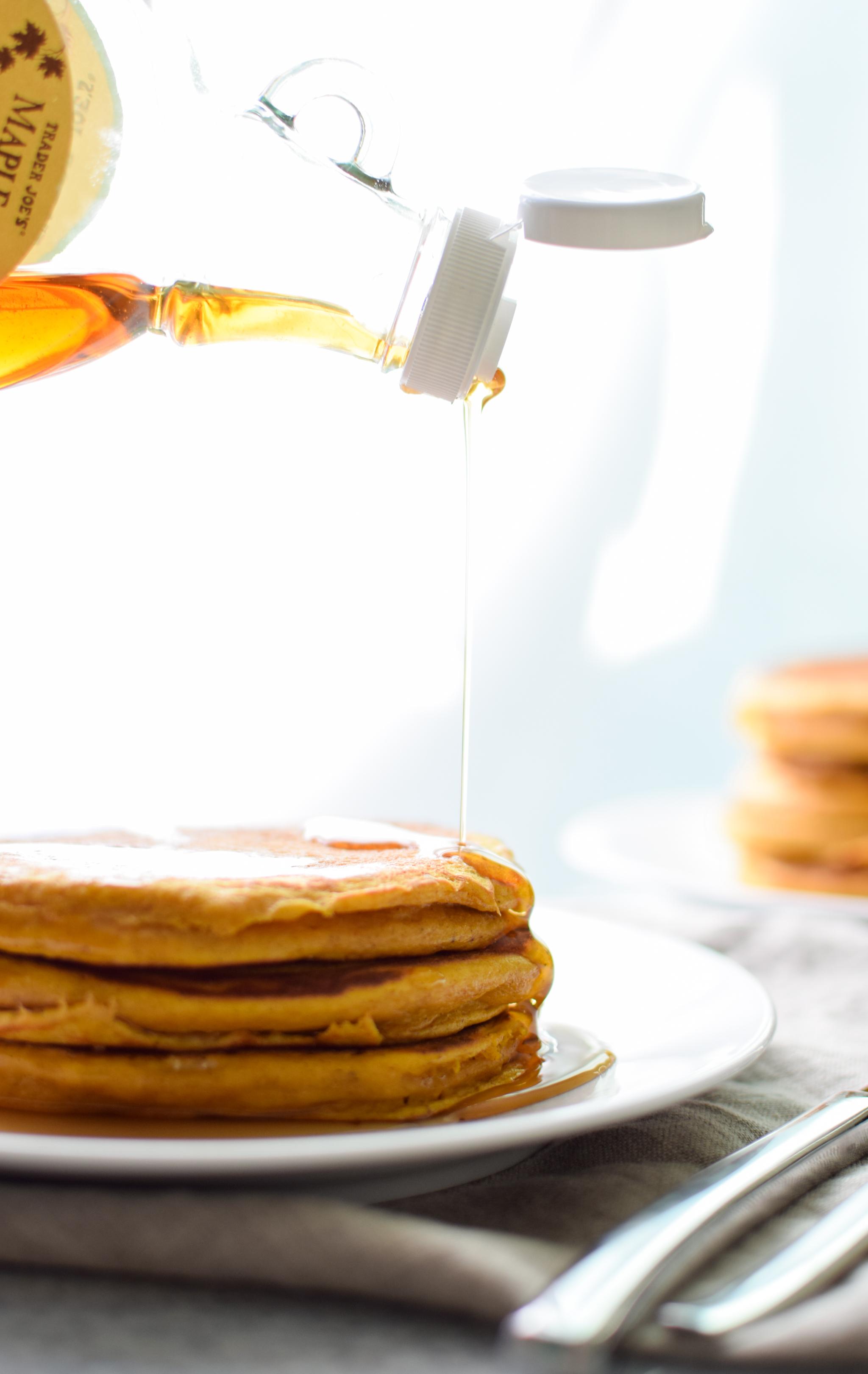 Pumpkin Pie Greek Yogurt Pancakes - Moist and delicious fall breakfast treat! Make-ahead and fridge friendly! - ProjectMealPlan.com