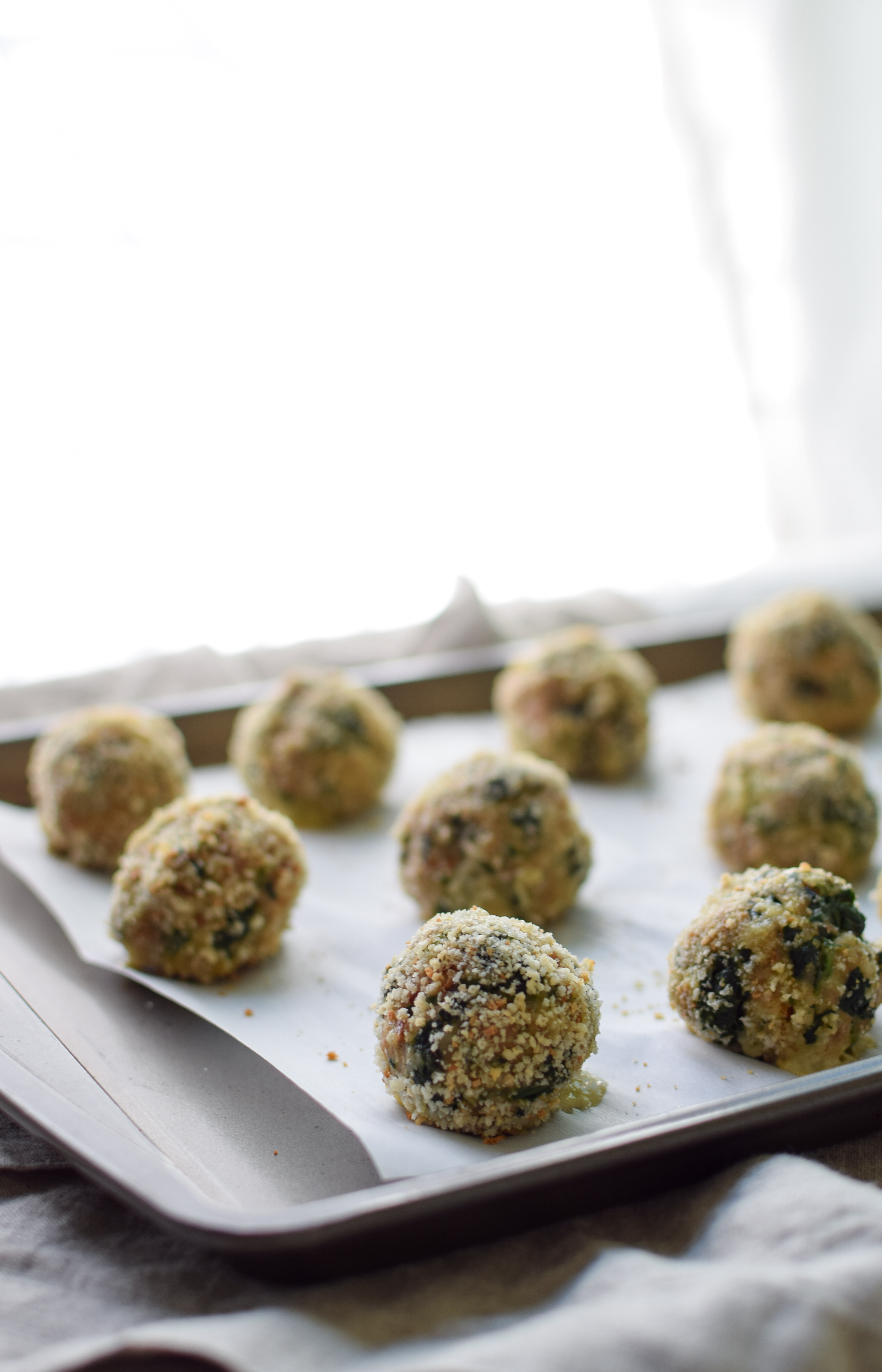 Spicy Baked Turkey Spinach Meatballs recipe - Ground turkey + spinach +all the right spices and a little heat make the best meatballs ever! - ProjectMealPlan.com