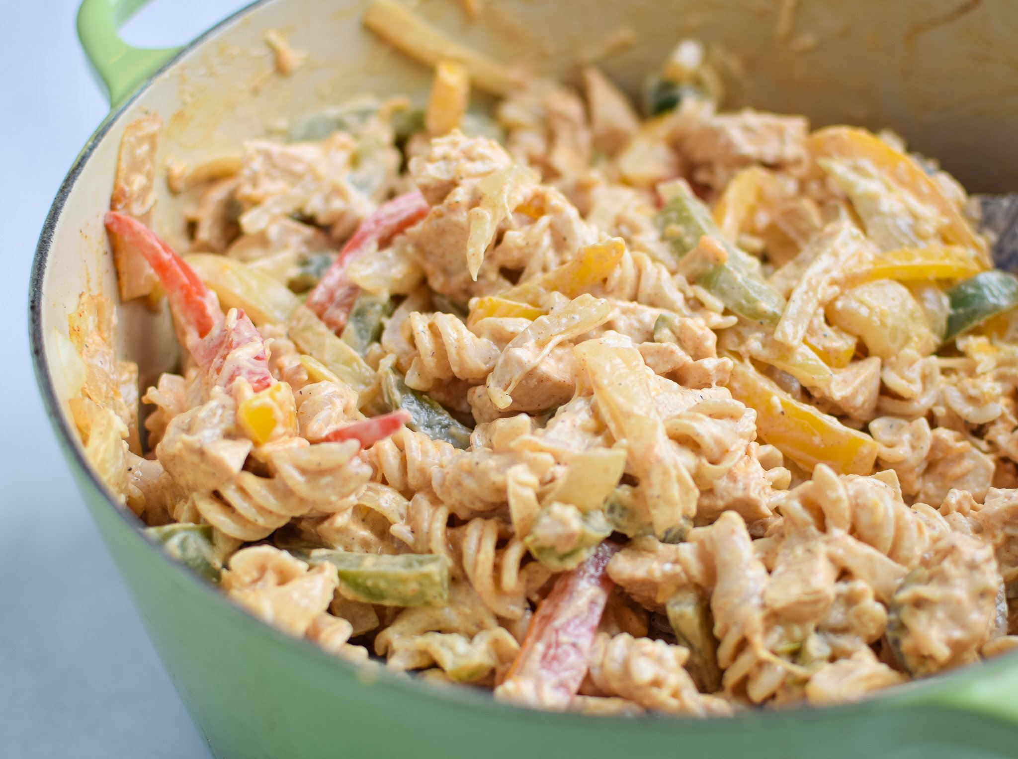 Baked Chicken Fajita Noodle Casserole - All the best chicken fajita flavors with peppers and onions, in casserole form! - ProjectMealPlan.com
