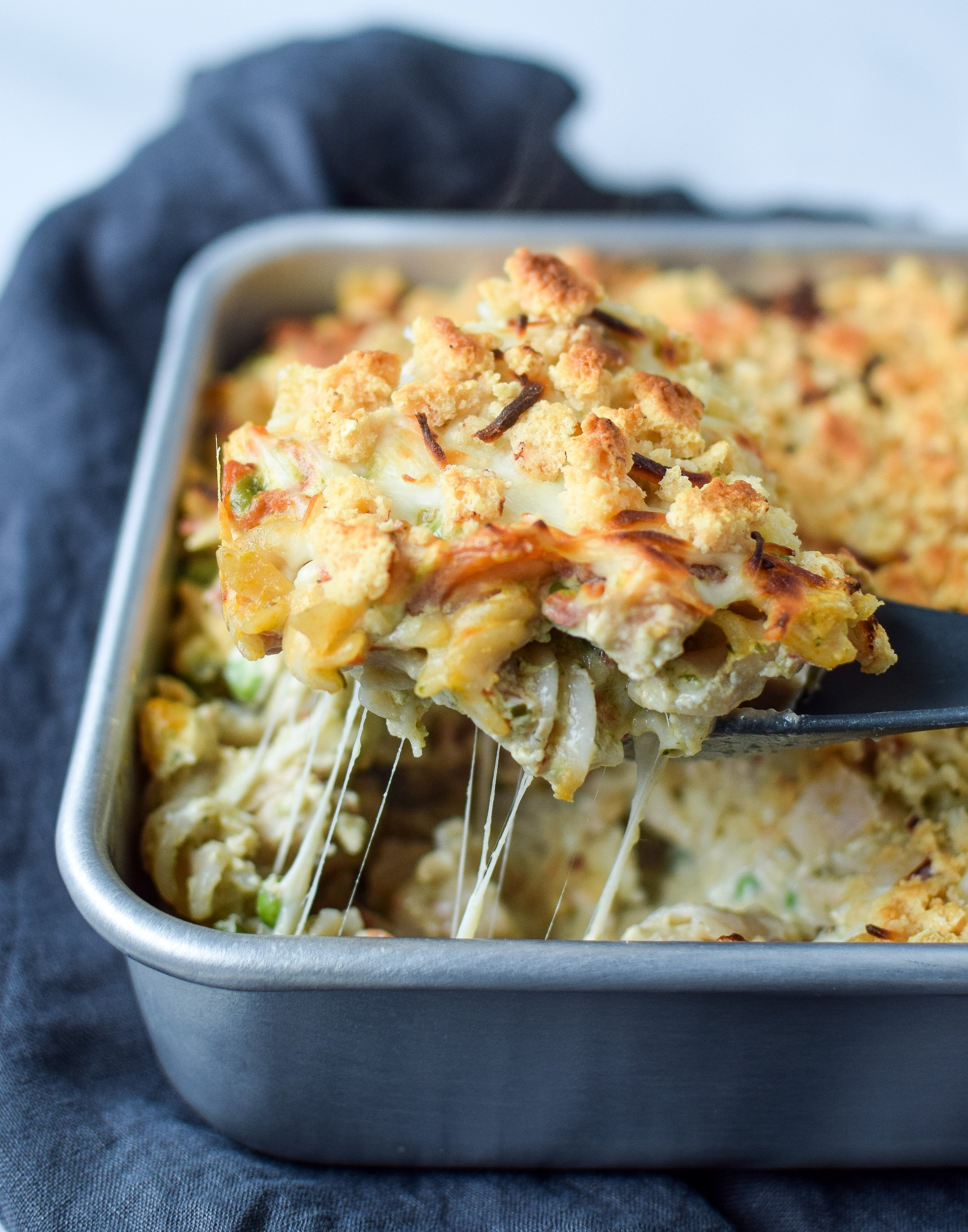 Creamy Pesto Pasta Chicken Bake with Peas - Pesto, chicken, noodles and more in this simple weeknight dinner! Perfect for leftover chicken! - ProjectMealPlan.com
