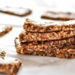 No-Bake Cinnamon Apple Date Bars - These No-Bake Cinnamon Apple Date Bars are naturally sweetened with dates and take just a few minutes to prepare - without heating up the oven! - ProjectMealPlan.com