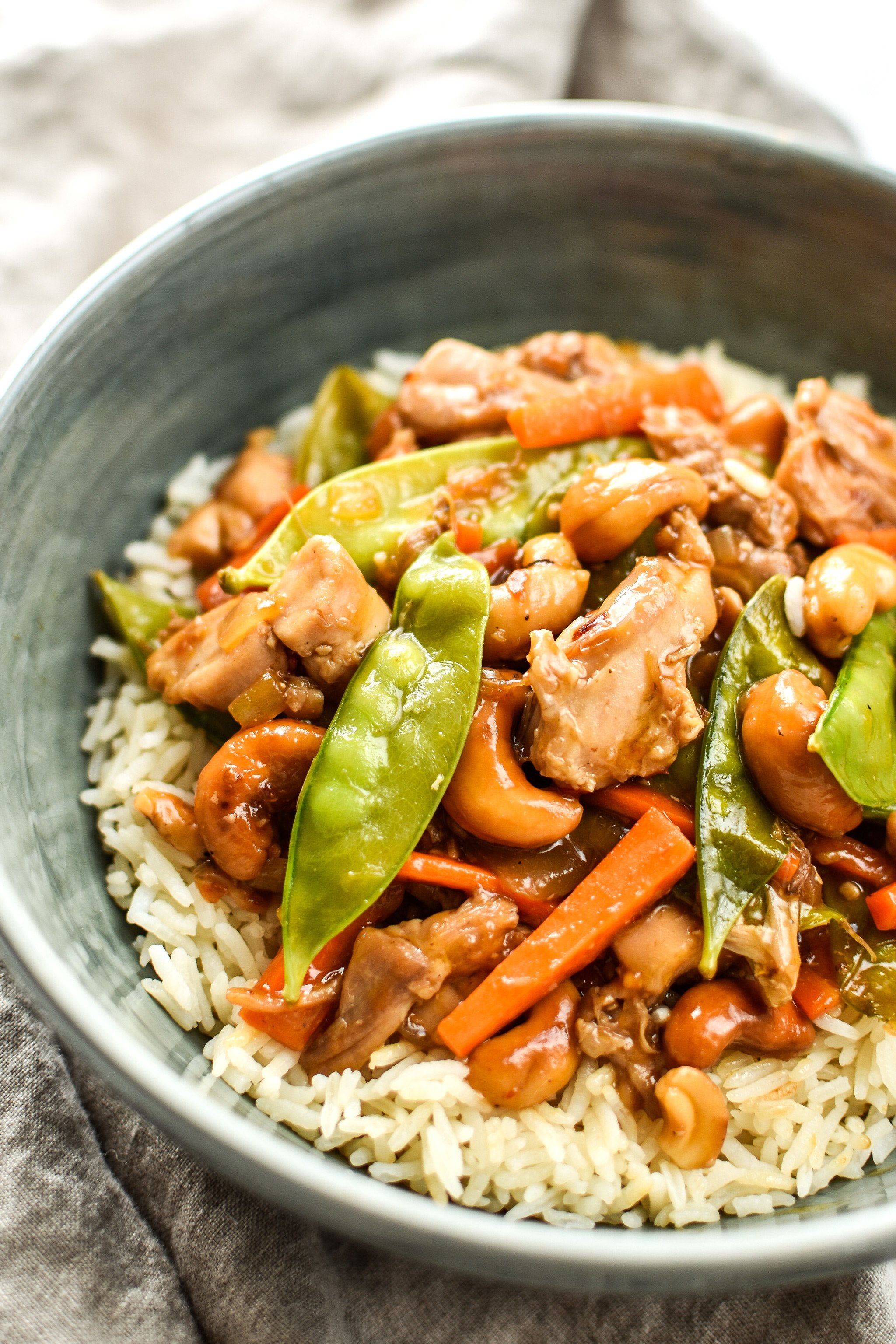 Easy Cashew Chicken Meal Prep - Toasted cashews, snow peas, carrots and juicy chicken in a garlicky cashew sauce - pair with rice for a super simple take-out style meal prep! - ProjectMealPlan.com