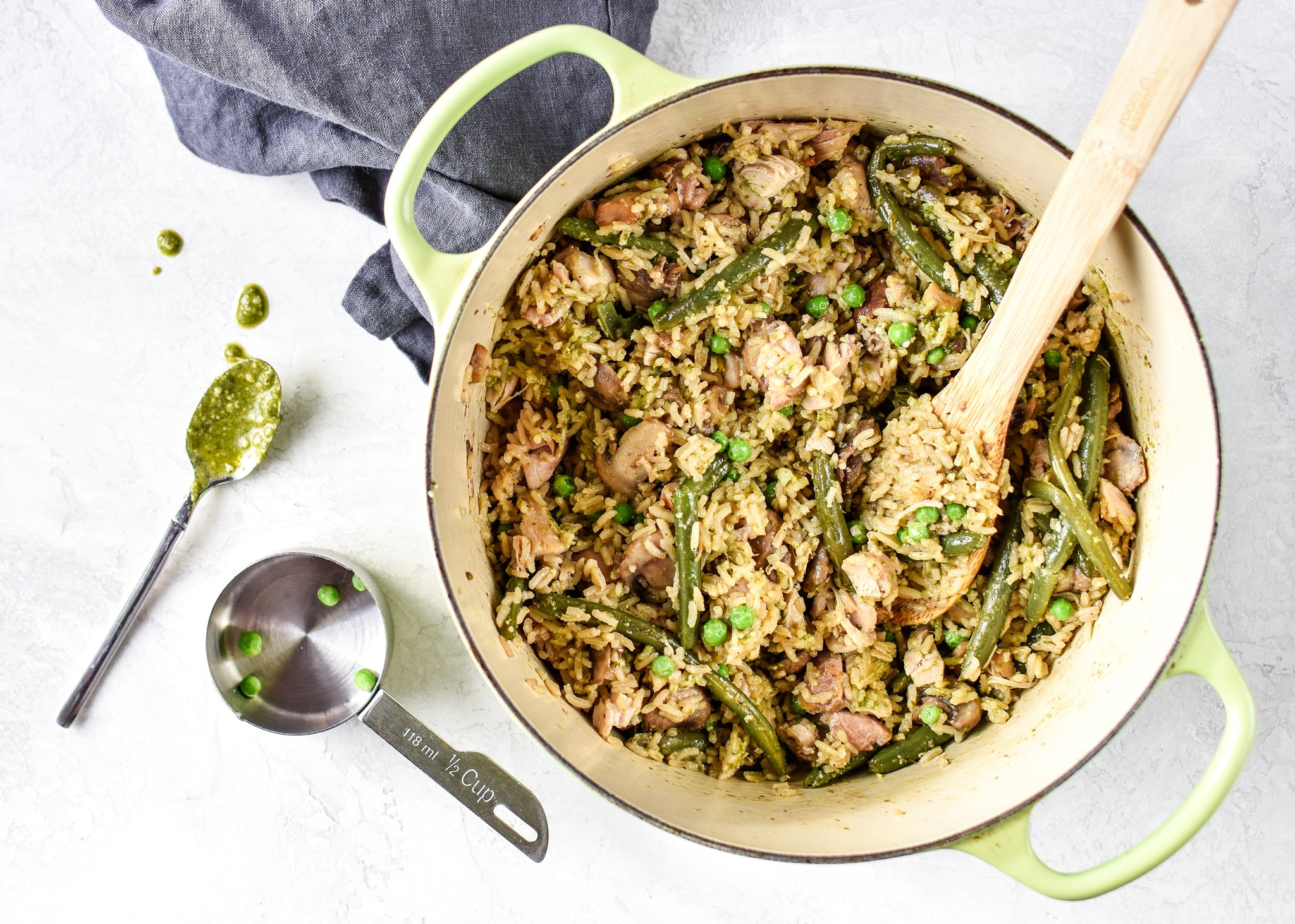 One-pot, no chopping veggies, and done in about 35 minutes. This One-Pot Pesto Chicken and Rice is the perfect idea if you're short on dinner prep time. - ProjectMealPlan.com